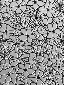 цветы на зеркальном фоне