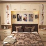 спальня с шкафами